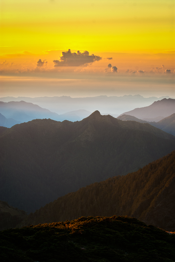 Misty Sunrise near Yu Shan East Peak Yushan East Peak 玉山東峰