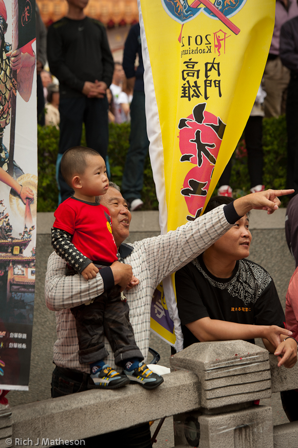 Young Spectator watches Creative Song-Jiang zhen Contest, College Cup in Neimen, Kaohsiung City, Taiwan
