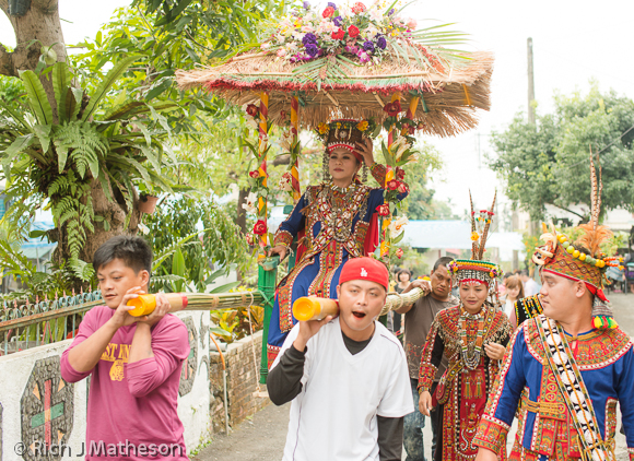 Rukai Bride carried in sedan chair
