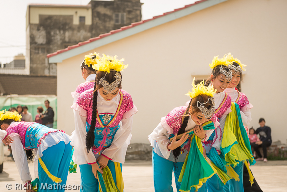 Dong Fang Art Troupe performers
