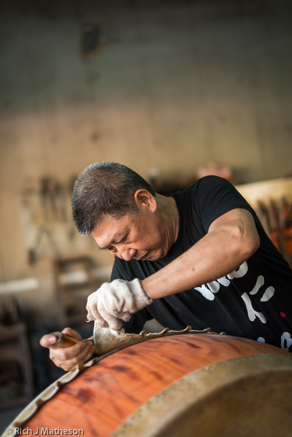 Drum maker Wang Hsi-kun of Hsiang Ren He